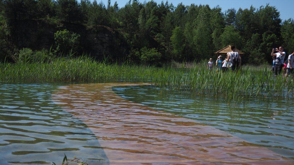 Kładki na stawie Wydra czasami mogą znaleźć się pod wodą