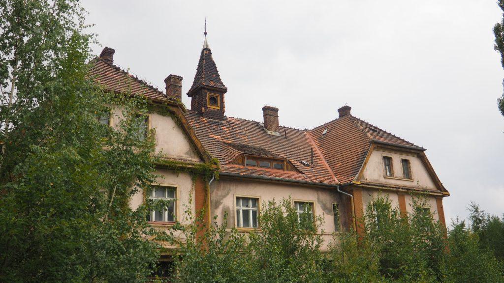 Opuszczone ruiny po kopalni w Szklarach